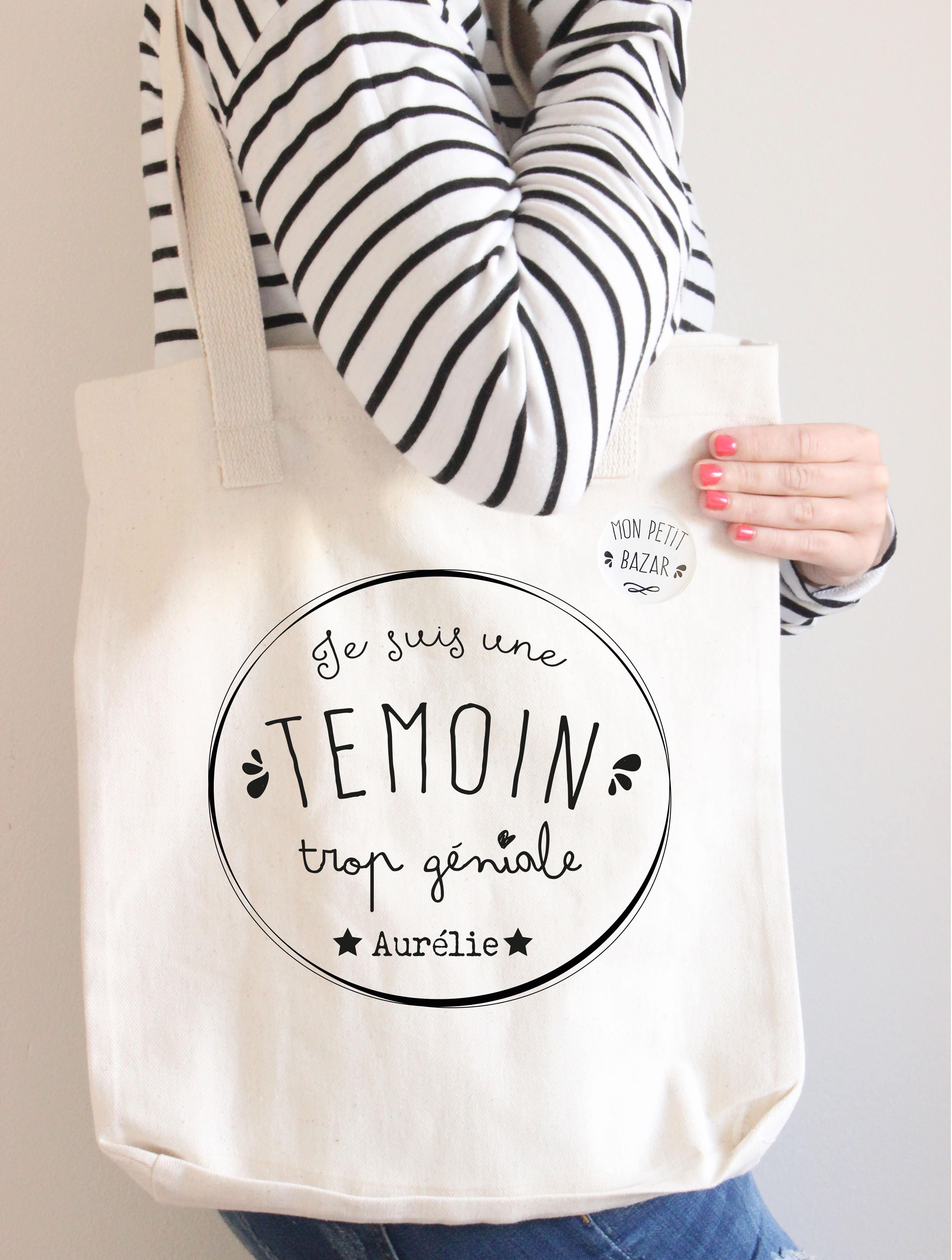 sac cadeau personnalis et son badge pour une t moin trop g niale. Black Bedroom Furniture Sets. Home Design Ideas