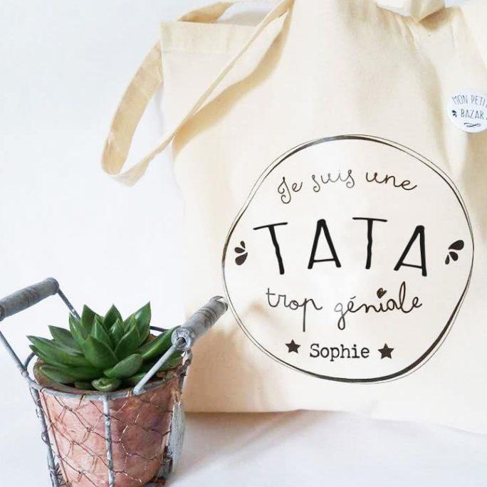 Tote bag et Badge pour une Tata trop géniale