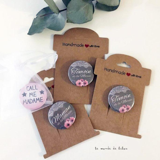 Badges personnalisés pour un mariage champêtre bohéme
